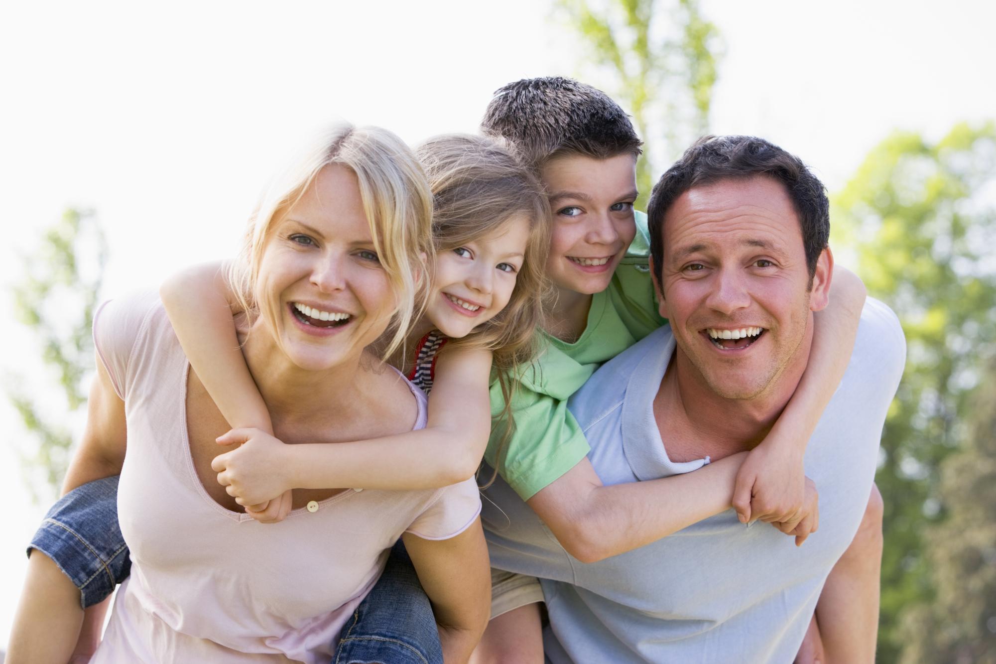 glade forældre med børn